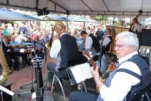 Enorme drukte bij het Jazzfestival op het Lindeplein in Oisterwijk.