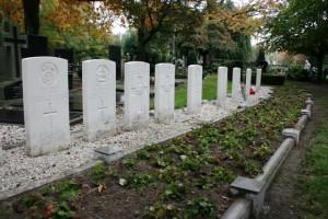 Grafstenen op het kerkhof van de St. petruskerk in Oisterwijk