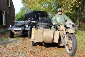 Motor, terreinwagen en vrachtwagen van Duitsers uit de oorlog 40-45 in Oisterwijk