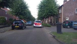 Politie zoekt in de wijk Waterhoef naar een vermist meisje. (foto Toby de Kort)