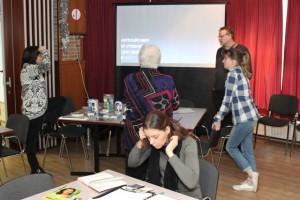 Iedere organisatie en discipline een eigen tafel, met individueel gesprek en uitleg ... (Foto: Joris van der Pijll)