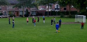 vluchtelingen spelen voetbal oisterwijk jac van herel 20 9 2015
