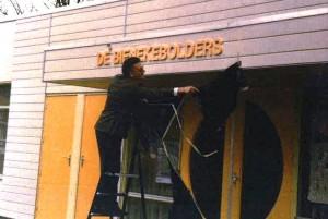 Onthulling naambord 25 jaar geleden ...