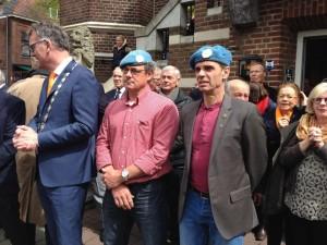 Frank Damen en Christ van Liempd na de ontvangst van hun onderscheiding (Foto: Gemeente Oisterwijk).