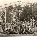 Een groep evacuees bij de ingang van de Staalberg (Foto collectie. Ad Wolfs Adr. zn. Moergestel).