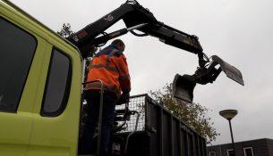 125 vrachtauto's vol met bladeren uit bladkorven